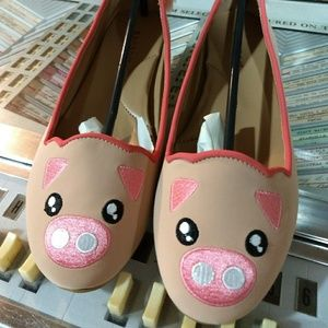 🆕NWT Pig flats! Fluffy tail! 🐖